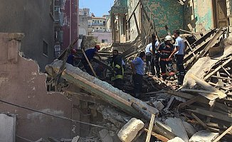Mersin'de Kullanılmayan Bina Çöktü