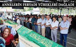 Mersin'deki Feci Kazanın Cenazeleri Defnedilirken Göz Yaşı Sel Oldu.