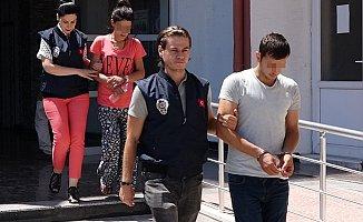 Mersin'de Araç İçinde Fuhşa Polis Baskını