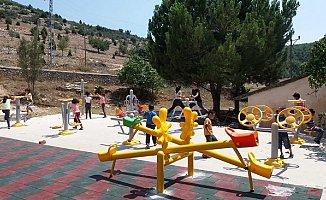 Tarsus'ta 80 Kırsal Mahalleye Oyun Grubu ve Park Yapıldı