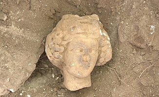Antik kentte Dionysos'un Heykel Başı Bulundu