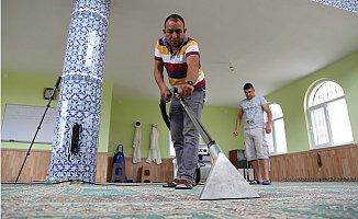 Erdemli'de İbadethaneler Periyodik Olarak Temizleniyor
