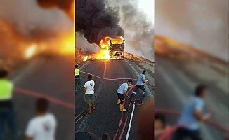 Mersin'de Yolcu Otobüsü Alev Alev Yandı