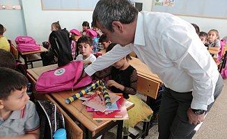 Mut Belediyesi'nden 1200 Öğrenciye Kırtasiye Yardımı