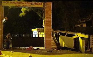 Otomobil Jandarmanın Nöbetçi Kulübesine Girdi