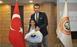 Tarsus'ta 800 Öğrenciye Eğitim Yardımı
