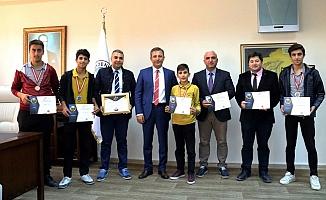 Akdenizli Öğrencilerden Bilim Olimpiyatlarında Büyük Başarı