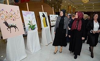 Konukevi'nde Kalan Kadınlardan Resim Sergisi