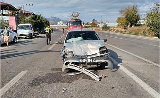 Otomobiller Çarpıştı: 1'i Ağır 4 Yaralı