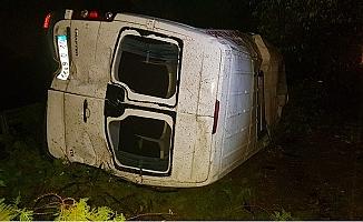 Su Birikintisine Giren Minibüs Takla Attı: 16 Yaralı