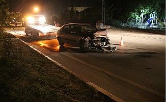 Virajı Alamayan Otomobil Bariyerlere Çarptı: 3 Yaralı