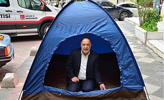 Adana'da CHP İl Başkanlığı Önünde Çadırlı Eylem