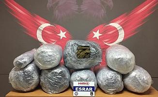 Mersin'de Doktorun Otomobilinden 44 Kilo Esrar Çıktı