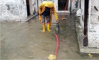 Mersin'de Yağmur Suları Tahliye Ediliyor, Su Kanalları Islah Ediliyor