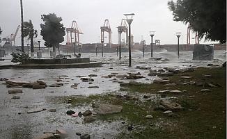 Fırtına ve Elektrik Kesintileri Mersin'i Felç Etti.