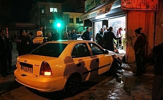 Otomobil Manava Daldı, sürücü Aracını Bırakıp Kaçtı