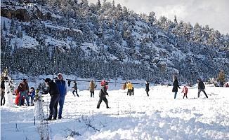 Silifke'nin Yüksek Kesimlerinde Kar Yağışı Etkili Oluyor