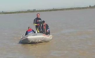 Su Basan Tarlada Mahsur Kalan Şoför 36 Saat Sonra Botla Kurtarıldı
