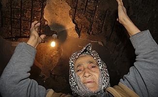 """Yaşlı Kadının Feryadı: """"Böyle Yaşamaktansa Ölsek Daha İyi"""""""