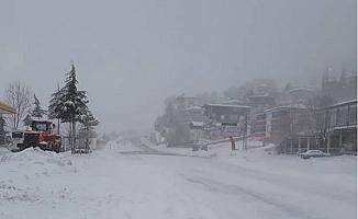 Kar Yağışı Nedeniyle Sertavul Geçidi'nde Büyük Araçların Geçişine İzin Verilmiyor