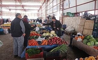 Pazarda Sebze Meyve Çalan Hırsızlar Kamerada