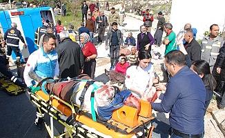 Silifke'de Tarım Otobüs Devrildi. 4 Ölü 22 Kişi Yaralandı.