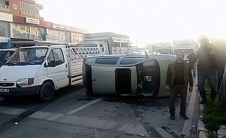Vinç Kamyonet Otomobillere Çarptı: 2 Yaralı