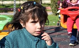 Suriye'deki Savaşta Kör Olan Küçük Sidra, Türkiye'de Sağlığına Kavuştu