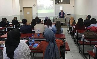 Üniversite Öğrencilerine 'Çocuk İşçiliği ve Çocuk Hakları Eğitimi' Verildi