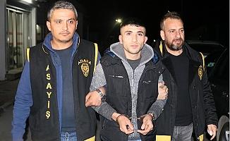 Üvey Babasının Kafasına Bıçak Saplayan Zanlı Tutuklandı