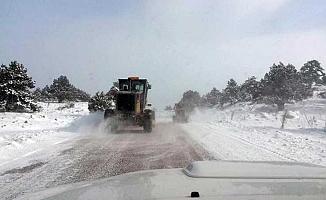 Sertavul Geçidi'nda Kar Yağışı Ulaşımı Etkiliyor