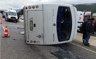 Silifke'de İşçileri Taşıyan Midibüs Kaza Yaptı: 11 Yaralı