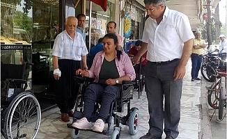 Engelli Kadının Akülü Sandalye Sevinci
