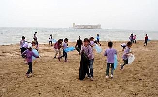 Öğrencilerden Turizm Sezonu İçin Sahil Temizliği