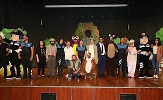 Polis, 900 Öğrenciyi Tiyatro ile Tanıştırdı