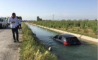 Tarsus'da Otomobili ile Kanala Uçtu