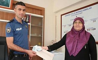 Yolda Bulduğu 1000 Lirayı Polise Teslim Etti