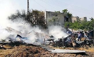 Arazide Başlayan Yangın 2 Evi Tehdit Etti