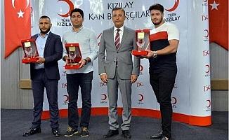 Kızılay, Mersin'de Bağışçılarını Plaket ve Madalya ile Ödüllendirdi