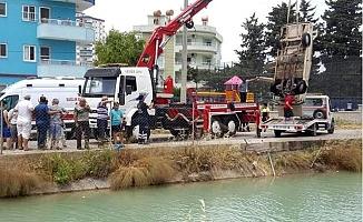 Otomobil Kanala Uçtu, sürücü Ağır Yaralandı