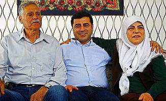 """Selahattin Demirtaş'ın Annesi """"Ona Siyaset Yaptırmayacağım"""""""