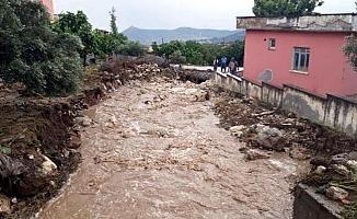 Tarsus'ta Selde Okulun Bahçe Duvarı Yıkıldı