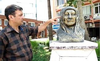 Tarsus'ta, Zübeyde Hanım Büstüne Zarar Verildi