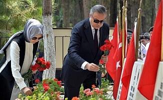 Mersin'de İl Protokolü Şehitliği Ziyaret Etti