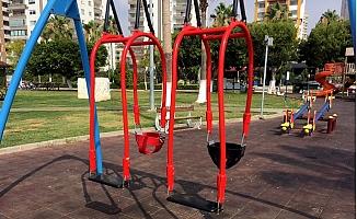 Mersin'de Parklardaki Oyun Grupları Yenileniyor