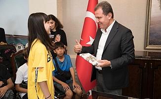 Tatar ve Japon Öğrencilerden Başkan Seçer'e iyaret