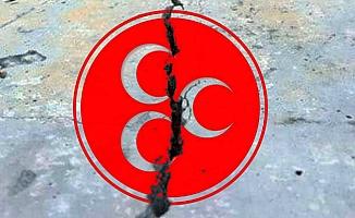 Bahçeli'nin Çağrısı Ters Tepti: MHP'de İyi Parti Krizi Toplu İstifa Getirdi!