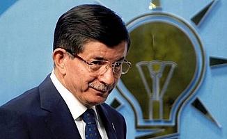 AKP: Davutoğlu Kaybettiği Koltuğun Peşinde