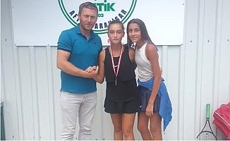 Büyükşehir'in Tenis Kulübü Afyon'dan Madalyayla Döndü