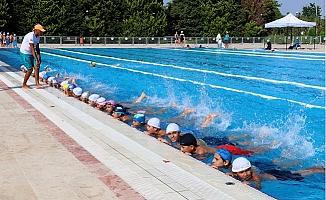 Mersin Büyükşehir Geleceğin Yüzücülerini Yetiştiriyor